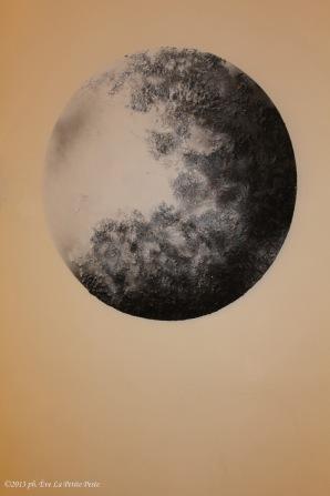 Luna sulla parete ma sembra tutto un quadro