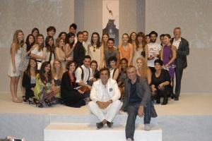 Foto di gruppo per i giovani stilisti di RMI con Antonio Franceschini e Roberto Corbelli